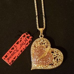 💓Betsey Johnson Heart Pendant Necklace 💓